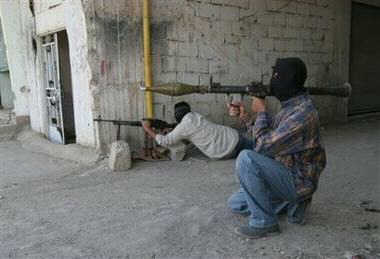 posing_insurgent_ap_bilal_hussein