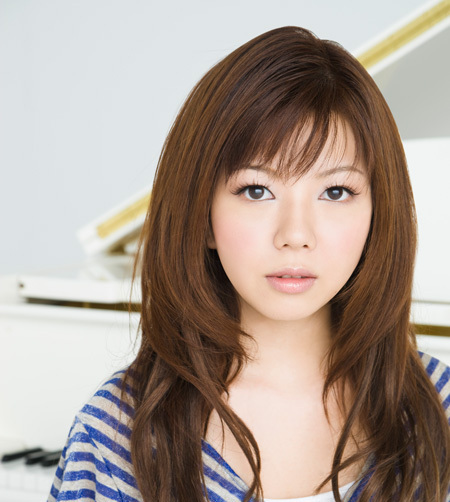 yui-makino-k-j-a-pop-22028439-450-502